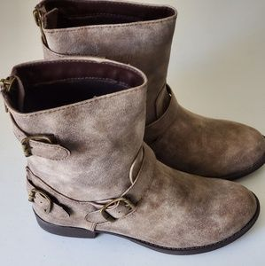 SODA Taupe Short Boots